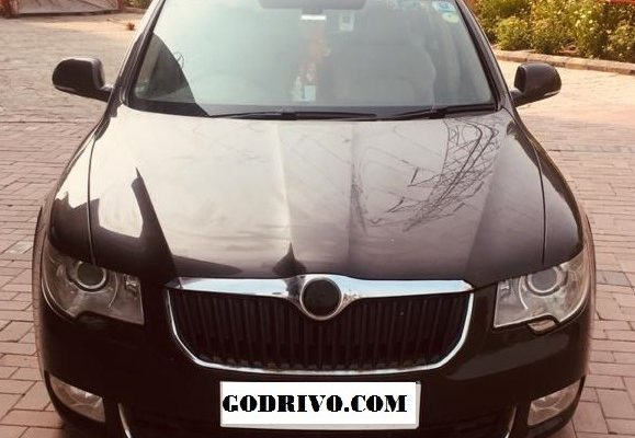Skoda Superb (Elegance) With Sunroof