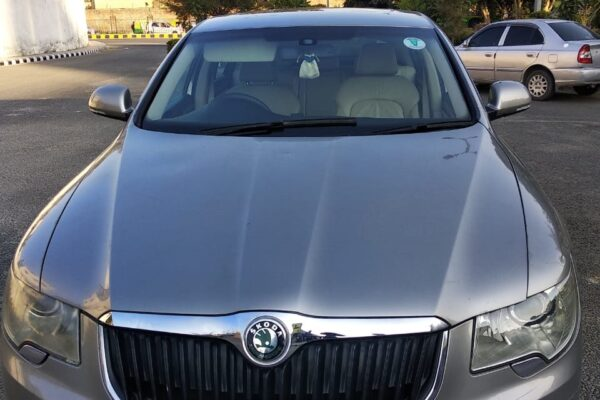Skoda Superb (Elegance) AT With Sunroof